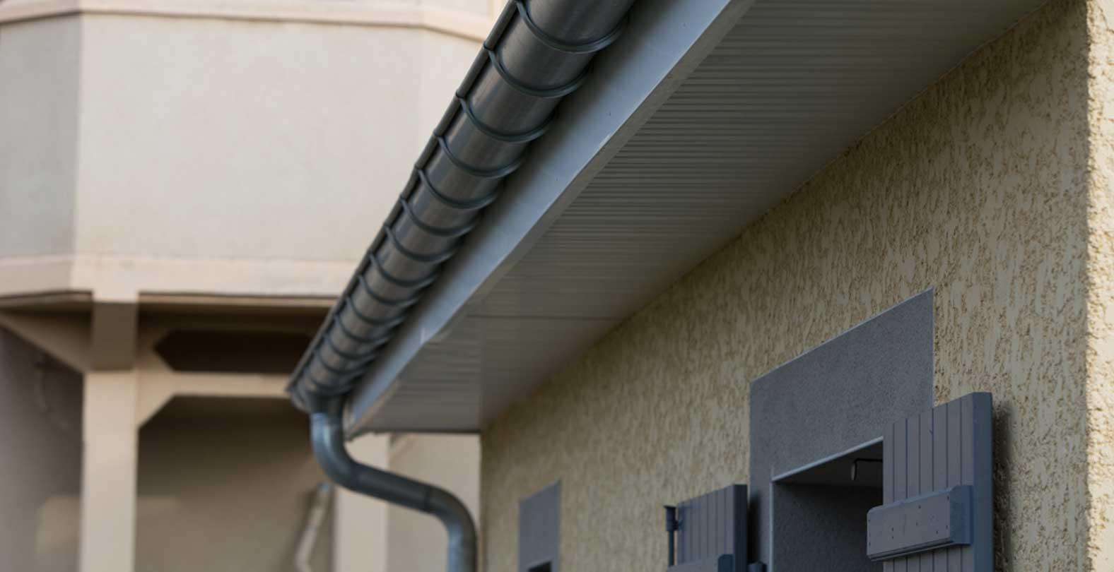 Cinquin toiture couverture zinguerie v lux mornant for Habillage fenetre de toit
